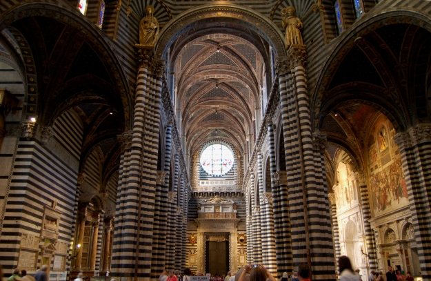 Facing the nave, you can see the spectacular interior is made of black and white marble.